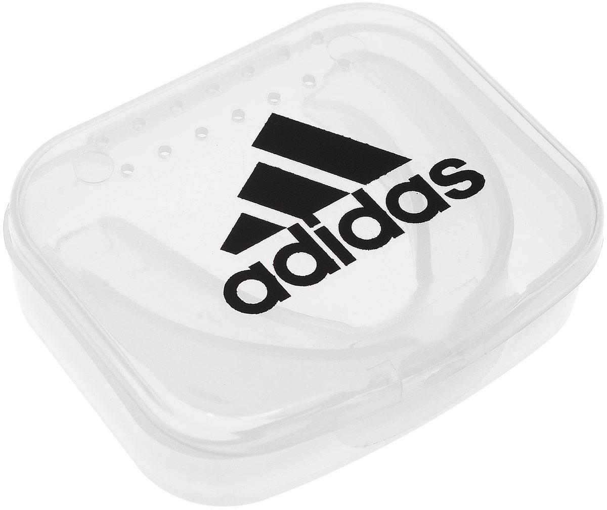 Капа одночелюстная Adidas Single Mouth Guard, цвет: прозрачный. Размер SenioradiBP09 Уважаемые клиенты! Обращаем ваше внимание на то, что упаковка может иметь несколько видов дизайна. Поставка осуществляется в зависимости от наличия на складе.