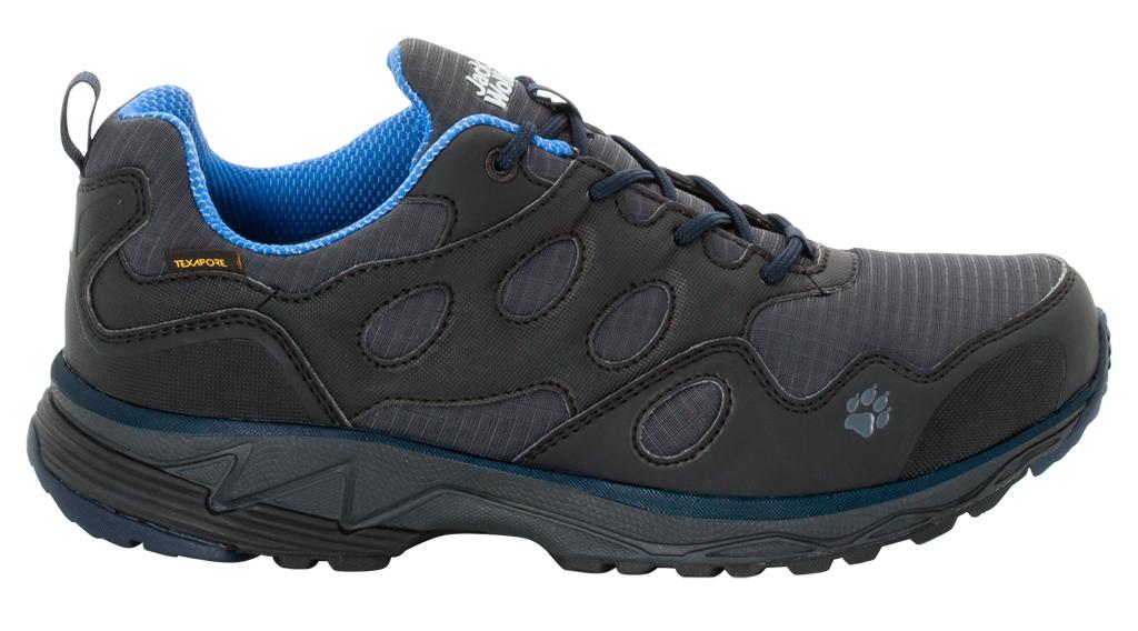 Кроссовки для бега мужские Jack Wolfskin Venture Fly Texapore Low M, цвет: синий, серый. 4022081-1615. Размер 9 (41,5)4022081-1615Когда вы тренируетесь на открытом воздухе, последнее, о чем вам хочется беспокоиться, это погода. Водонепроницаемые кроссовки Venture Fly Texapore Low предназначены для пробежек на любых тропах, дорожках, а также, на мягкой поверхности - с сухими ногами.Верхняя часть обуви изготовлена из синтетической легко очищаемой кожи с сетчатыми вставками, которые позволяют воздуху циркулировать, удаляя при этом лишнюю влагу. Мембранный материал Texapore сохранит ваши ноги сухими. Удерживающие характеристики легкой подошвы позволят вам не чувствовать дискомфорта при беге на любой поверхности.
