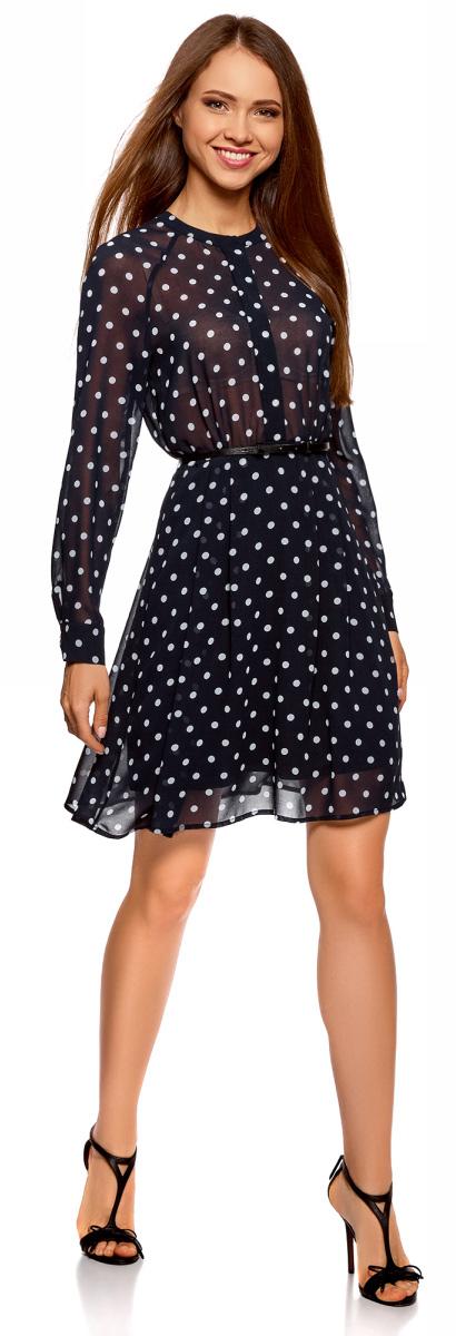 Платье oodji Collection, цвет: темно-синий, белый горох. 21912001/38375/7912D. Размер 42-170 (48-170)21912001/38375/7912DШифоновое платье oodji Collection на подкладке, с тонким плетеным ремнем в комплекте. Платье застегивается спереди на пуговицы, скрытые двусторонней складкой по центру. Длинные рукава-реглан с манжетами на пуговицах подчеркивают линии рук. Струящаяся шифоновая ткань красиво драпируется складками, благодаря чему платье выглядит воздушным и нежным. Платье А-силуэта до колена хорошо смотрится на любой фигуре. Тонкий пояс подчеркивает талию, более свободная юбка стройнит ноги и сглаживает линию бедер. Это элегантное романтичное платье на каждый день. В нем можно пойти в офис, на учебу, свидание или отправиться на встречу с подругами. Достаточно подобрать к платью подходящую обувь, и у вас готов стильный лук на все случаи жизни! К платью подойдут туфли на высоком или среднем каблуке, босоножки или сабо, а более комфортный образ получится с балетками. Сумка-клатч завершит образ.