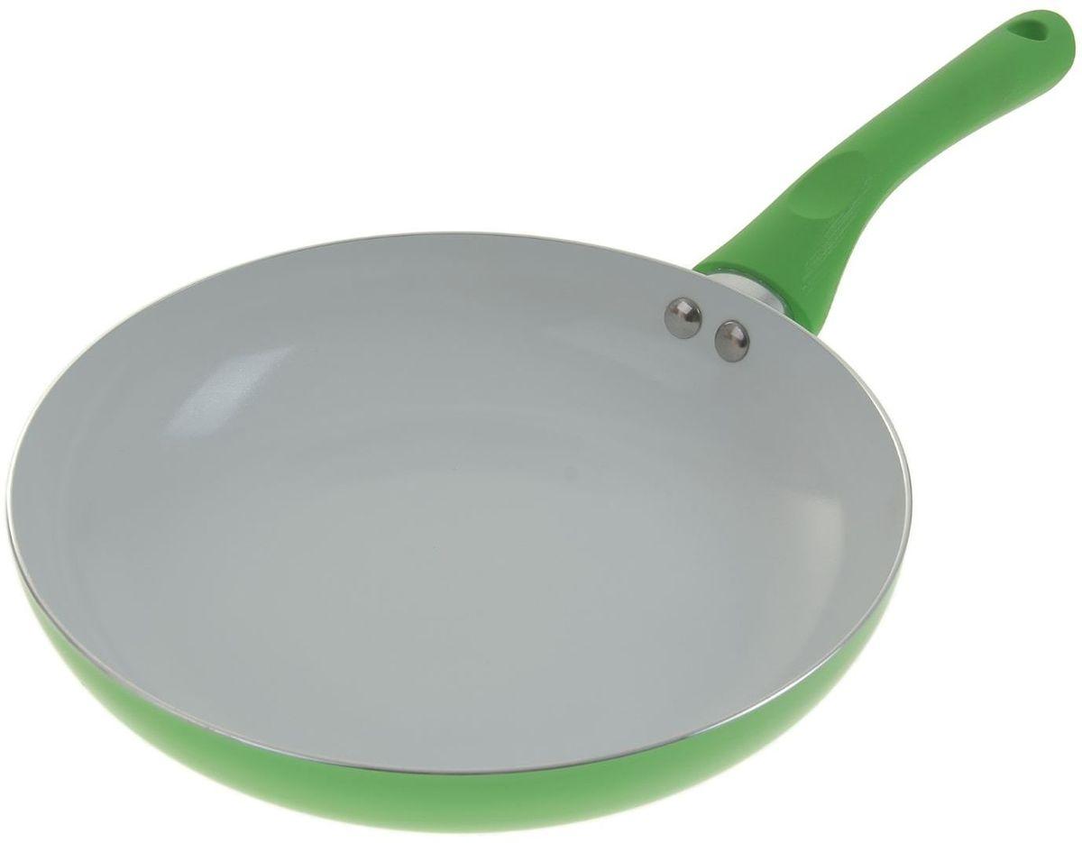 Сковорода Доляна Неон, с керамическим покрытием, цвет: зеленый. Диаметр 22 см836569Надежная и удобная сковорода – настоящий праздник для любой хозяйки. Эргономичная сковорода с керамическим покрытием позволяет готовить привычные блюда на ресторанном уровне.Изделие из прочного и легкого алюминия (1,8 мм) оснащено инновационной силиконовой ручкой soft touch. Предлагаемая модель особенно порадует владельцев индукционных плит. Посуда подходит для автоматической мойки.