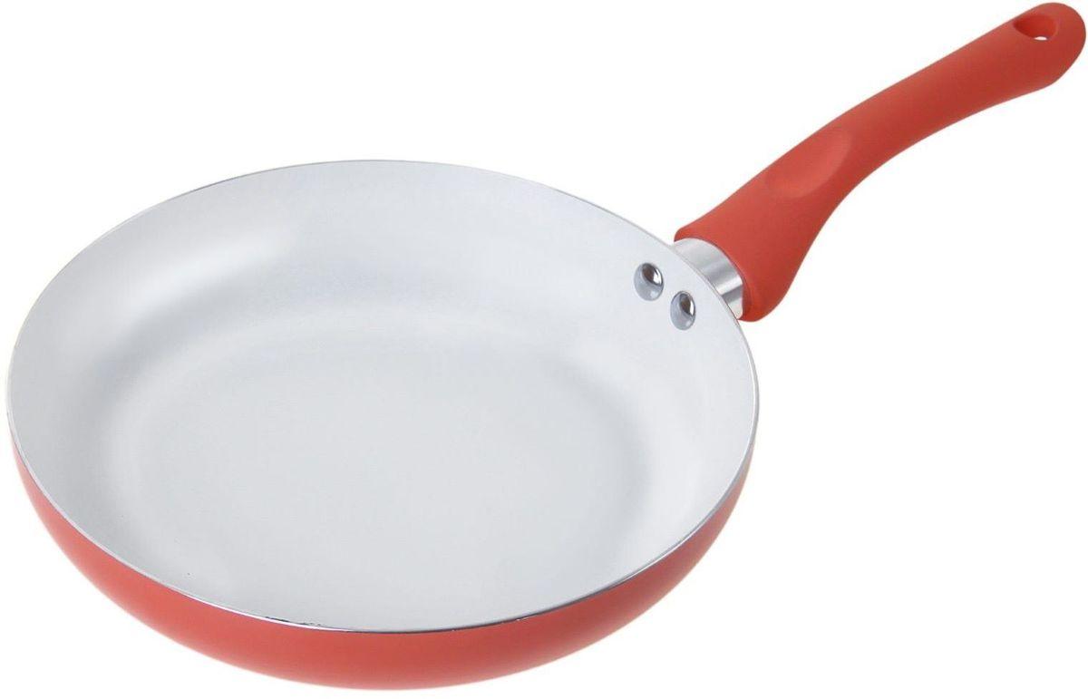 Сковорода Доляна Неон, с керамическим покрытием, цвет: оранжевый. Диаметр 22 см836577Надежная и удобная сковорода – настоящий праздник для любой хозяйки. Эргономичная сковорода с керамическим покрытием позволяет готовить привычные блюда на ресторанном уровне.Изделие из прочного и легкого алюминия (1,8 мм) оснащено инновационной силиконовой ручкой soft touch. Предлагаемая модель особенно порадует владельцев индукционных плит. Посуда подходит для автоматической мойки.