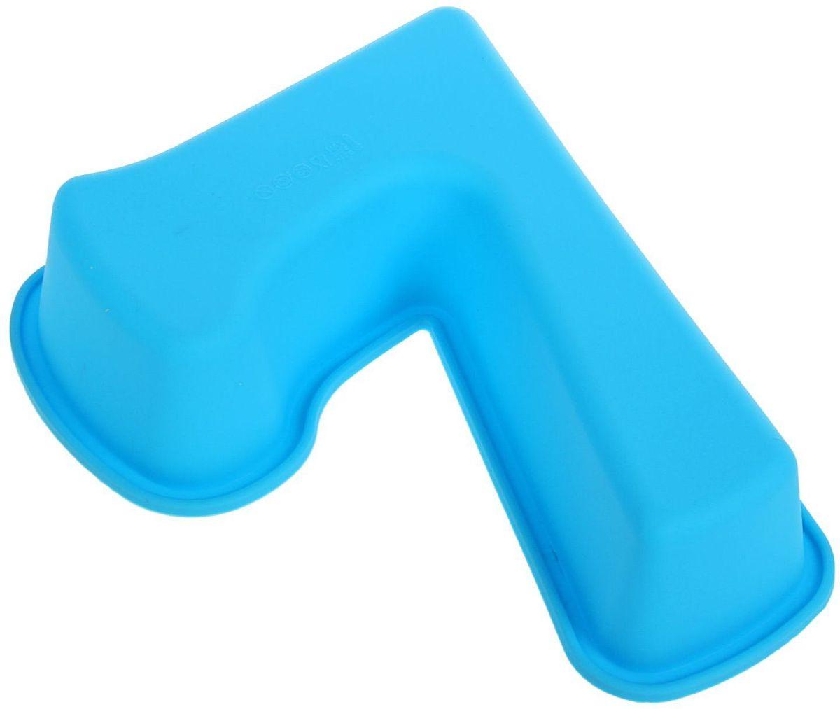 Форма для выпечки Доляна Цифра семь, цвет: голубой, 26 х 19,5 х 5,5 см1687482Форма Доляна Цифра семь выполнена из силикона, благодаря этому выпечкувынимать легко и просто. Материал устойчив к фруктовым кислотам, может бытьиспользован в духовках и микроволновых печах. Перед первым применениемпромойте предмет тёплой водой. В процессе приготовления используйте кухонный инструмент из дерева,пластика или силикона. Перед извлечением блюда из силиконовой формы дайте ему немного остыть,осторожно отогните края предмета. Готовьте с удовольствием!