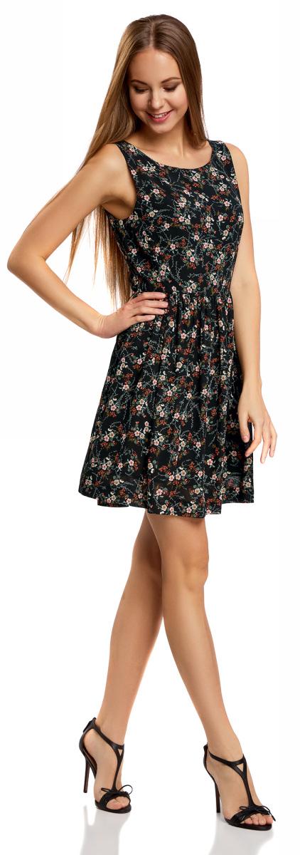 Платье oodji Ultra, цвет: черный. 11900181-2B/35271/2941F. Размер 40-170 (46-170)11900181-2B/35271/2941FКороткое расклешенное платье без рукавов выполнено из полиэстера. Спереди округлая горловина, а глубокий V-образный вырез сзади красиво открывает спину. Центральный шов оформлен скрытой планкой с застежкой-молнией. Узкий верх плотно облегает фигуру, на талии юбка заложена мелкими сборками. Мелкий принт придает платью нежность, легкая ткань и мягкие складки делают походку легкой, а ваш образ – летящим. Тонкий текстиль не подвержен усадке и почти не мнется.