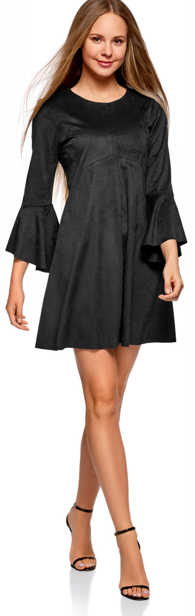 Платье oodji Ultra, цвет: черный. 18L11002/46453/2900N. Размер 42-170 (48-170)18L11002/46453/2900NОригинальное платье oodji Ultra выполнено из мягкой искусственной замши. Модель свободного кроя мини-длины застегивается на скрытую молнию на спинке и оформлена воланами. Платье хорошо смотрится на любой фигуре. Слегка приталенный крой подчеркивает талию, а более свободная юбка стройнит ноги и сглаживает линию бедер. В таком платье можно пойти в офис, на учебу, свидание или отправиться на встречу с подругами.