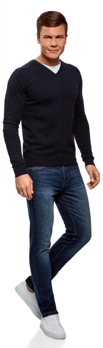 Пуловер мужской oodji Basic, цвет: темно-синий. 4B212003M-1/21702N/7900N. Размер L (52/54)4B212003M-1/21702N/7900NБазовый пуловер от oodji выполнен из натурального хлопка. Комбинированная модель с длинными рукавами и V- образным вырезом горловины.
