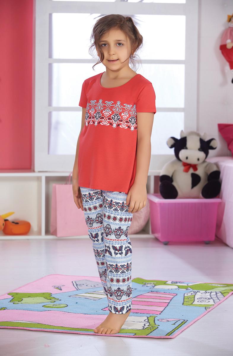 Домашний комплект для девочки Sevim: футболка, брюки, цвет: коралловый, голубой. 7501 SV. Размер 9 (140)7501 SVУютный домашний комплект для девочки Sevim, состоящий из футболки и брюк, выполнен из хлопка с модалом. Футболка с круглым вырезом горловины и короткими руками спереди оформлена принтом. Брюки прямого кроя имеют эластичный пояс на талии и декорированы орнаментом, повторяющим принт на футболке.