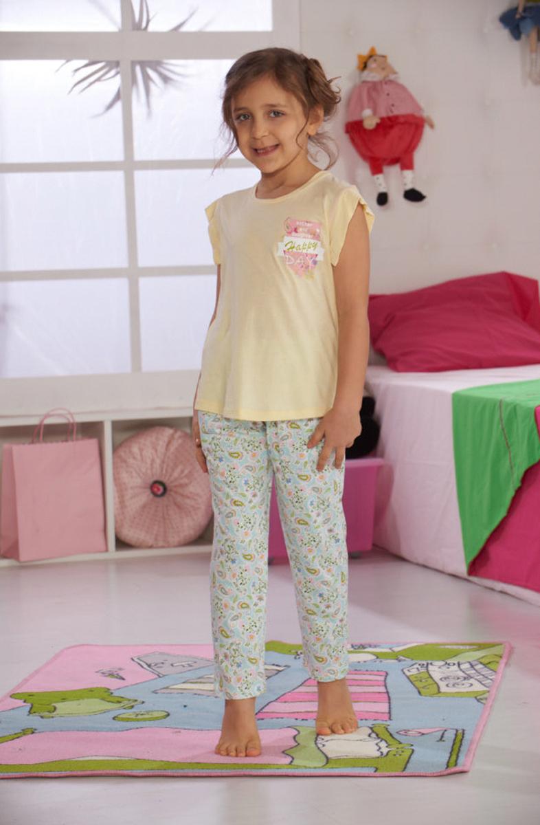 Домашний комплект для девочки Sevim: футболка, брюки, цвет: кремовый, голубой. 7461 SV. Размер 5 (110)7461 SVУютный домашний комплект для девочки Sevim, состоящий из футболки и брюк, выполнен из хлопка с модалом. Футболка с круглым вырезом горловины, ассиметричной длиной и короткими руками на груди оформлена надписью. Брюки прямого кроя имеют эластичный пояс на талии и декорированы орнаментом турецкий огурец.