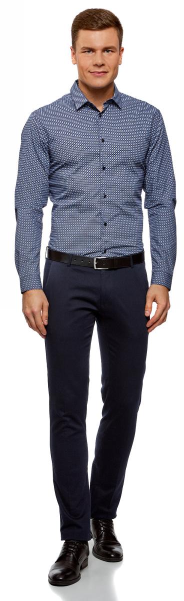 Рубашка мужская oodji Lab, цвет: темно-синий, белый, графика. 3L110274M/19370N/7910G. Размер 39-182 (46-182)3L110274M/19370N/7910GСтильная рубашка oodji Lab с длинным рукавом выполнена из натурального хлопка с графическим принтом. Классический отложной воротничок с острыми углами, манжеты с пуговицами, застежка на пуговицы спереди по всей длине. У рубашки слега приталенный силуэт, ее можно носить заправленной или навыпуск. В такой рубашке комфортно в течение всего дня. Элегантная рубашка станет основой для делового гардероба. Она хорошо сочетается с прямыми и зауженными брюками. Для создания строгого образа рубашку можно дополнить классическим или спортивным пиджаком, или же в качестве второго слоя выбрать трикотажный кардиган. С этой рубашкой вы можете создать разные деловые луки. Они всегда будут отвечать строгому дресс-коду. Из обуви предпочтение рекомендуется отдавать классическим моделям туфель.