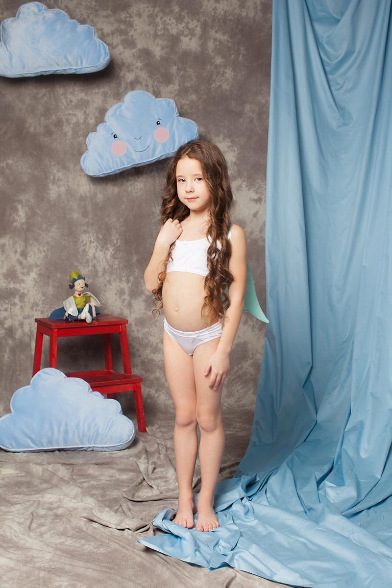 Трусы для девочки Buonumare, цвет: белый, 3 шт. 4318 BNM. Размер 5 (106/116 см)4318 BNMТрусы для девочки Buonumare, изготовленные из эластичного хлопка, необычайно мягкие и приятные на ощупь, не раздражают нежную кожу ребенка и хорошо вентилируются. Эластичные швы приятны телу ребенка и не препятствуют движениям. Трусы имеют на талии мягкую резинку, не сдавливающую животик. Комплект содержит трое трусов.