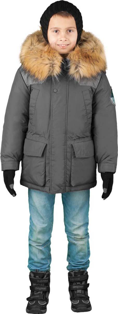 Куртка для мальчика Boom!, цвет: серый. 70491_BOB_вар.1. Размер 152, 11-12 лет70491_BOB_вар.1Куртка от Boom! изготовлена из водонепроницаемого и ветрозащитного материала с утеплителем из синтепона и Flexy Fiber. Модель с подстежкой застегивается на пластиковую застежку-молнию. Куртка дополнена несъемным капюшоном с опушкой из искусственного меха и вместительными карманами. Универсальная модель, как на морозы, так и на оттепель. Оригинальные дизайнерские элементы делают модель необычной и яркой.