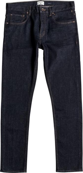 Джинсы мужские Quiksilver, цвет: синий, темно-фиолетовый. EQYDP03350-BSNW. Размер 30-34 (46-34)EQYDP03350-BSNWМужские джинсы Quiksilver изготовлены из эластичной хлопчатобумажной ткани. Джинсы-слим на поясе застегиваются на металлическую пуговицу и имеют ширинку на застежке-молнии, а также шлевки для ремня. Спереди расположены два втачных кармана и один накладной, сзади - два накладных кармана. Модель дополнена замшевой нашивкой на поясе сзади.