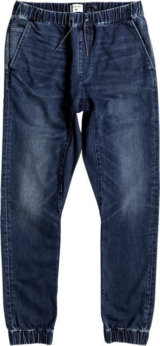 Джинсы мужские Quiksilver, цвет: темно-синий. EQYDP03337-BYJW. Размер M (48)EQYDP03337-BYJWМужские джинсы Quiksilver выполнены из мягкого денима. Джинсы-джоггеры узкого кроя имеют два втачных кармана спереди. Сзади расположены два прорезных кармана на пуговицах. Эластичный пояс с утягивающим шнурком позволяет отрегулировать посадку точно по фигуре. Брючины дополнены эластичными манжетами.
