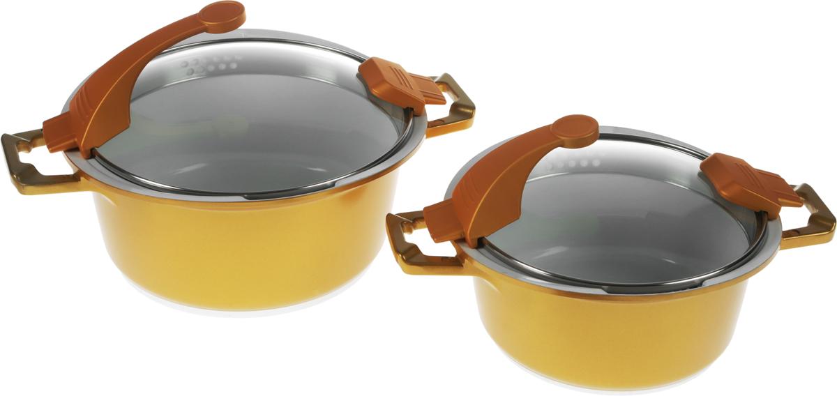 Набор кастрюль Barton Steel, с крышками, цвет: золотой, 4 предмета6914BSNEW_золотойНаборBarton Steel состоит из 2 кастрюль разного объема и 2 крышек. Изделия выполнены из качественного алюминия. Кастрюли с высококачественным керамическим антипригарным покрытием прекрасно подходят для приготовления супов, жарки, пассеровки и тушения. Благодаря специальному покрытию, в них можно приготовить разнообразные блюда из мяса, рыбы, птицы и овощей практически не используя масло. Готовое блюдо получится не только вкусным, но и полезным. Кастрюли снабжены стеклянными крышками с пароотводом и отверстиями для слива. Посуда подходит для использования на всех типах плит. Можно мыть в посудомоечной машине. Объем кастрюль: 2,1 л; 3,3 л. Внутренний диаметр: 20 см; 24 см. Ширина (с учетом ручек): 31 см; 36 см. Высота стенки: 10 см; 12 см.Диаметр индукционного диска: 14,5 см; 17 см.