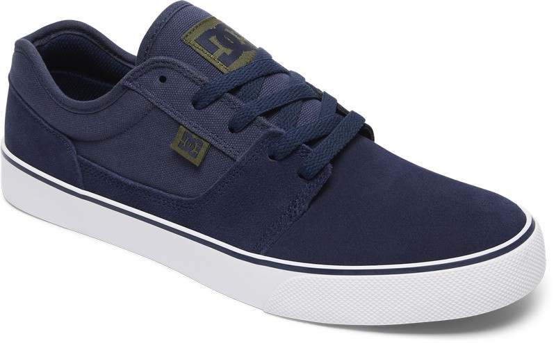 Кеды мужские DC Shoes Tonik, цвет: синий индиго. 302905-NA4. Размер 11,5D (45)302905-NA4Стильные мужские кеды от DC Shoes Tonik отличный вариант на каждый день. Верх модели выполнен из плотной замши с контрастными текстильными вставками. На язычке модель оформлена нашивкой в виде фирменного логотипа бренда. Удобная шнуровка надежно фиксирует модель на стопе. Внутренняя отделка исполнена из мягкого текстиля. Гибкая подошва декорирована полоской контрастного цвета. В таких кедах вашим ногам будет комфортно и уютно!