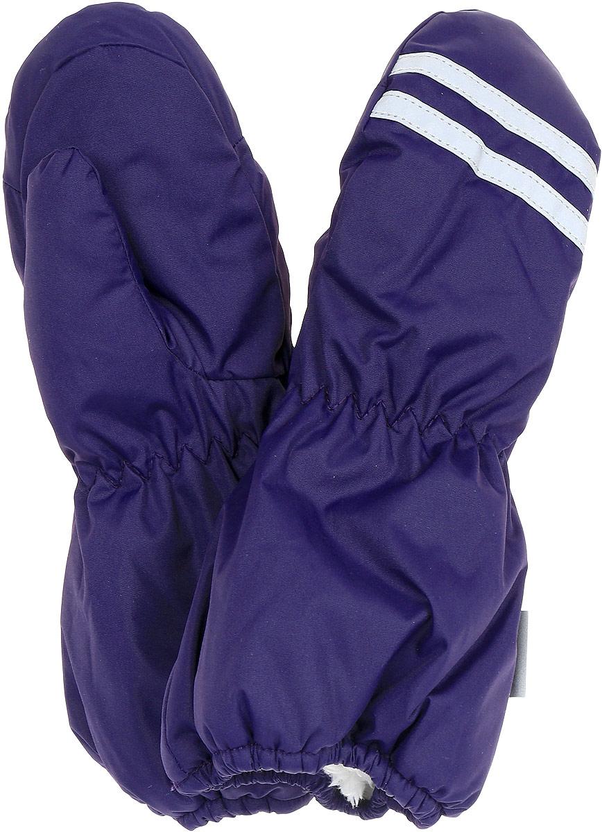 Варежки детские Huppa Roy, цвет: темно-фиолетовый. 8110BASE-70073. Размер 58110BASE-70073Детские варежки Huppa Roy, изготовленные из высококачественного полиэстера, станут идеальным вариантом для холодной зимней погоды. Первоклассный мембранный материал с теплой подкладкой Coral-fleece, а также наполнитель из полиэстера надежно сохранят тепло и не дадут ручкам вашего малыша замерзнуть.Варежки дополнены удлиненными манжетами, которые помогут предотвратить попадание снега и влаги. На запястьях варежки собраны на эластичные резинки, что обеспечивает комфортную и надежную посадку. Варежки дополнены длинной эластичной резинкой.