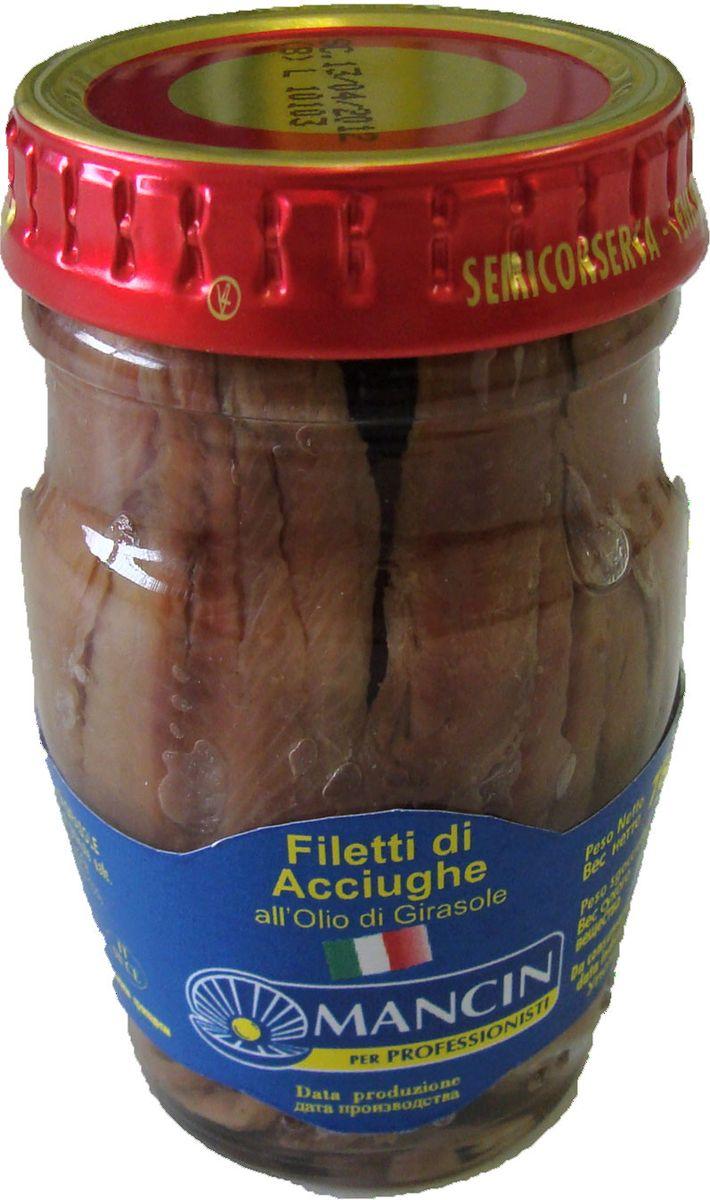 Mancin анчоусы филе в подсолнечном масле, 78 г3245Для приготовления этой закуски отбираются только лучшие, самые мясистые и красивые анчоусы, которые водятся только в Средиземном море. Анчоусы полностью очищены и залиты подсолнечным маслом. Универсальная рыбная закуска прекрасна как сама по себе, так и в составе приготовленных на ее основе соусов, сложных закусок, подливок, а также начинок для пирогов и пиццы. Аромат и приятный цвет позволяют анчоусам оставаться излюбленным ингредиентом итальянских кулинаров.