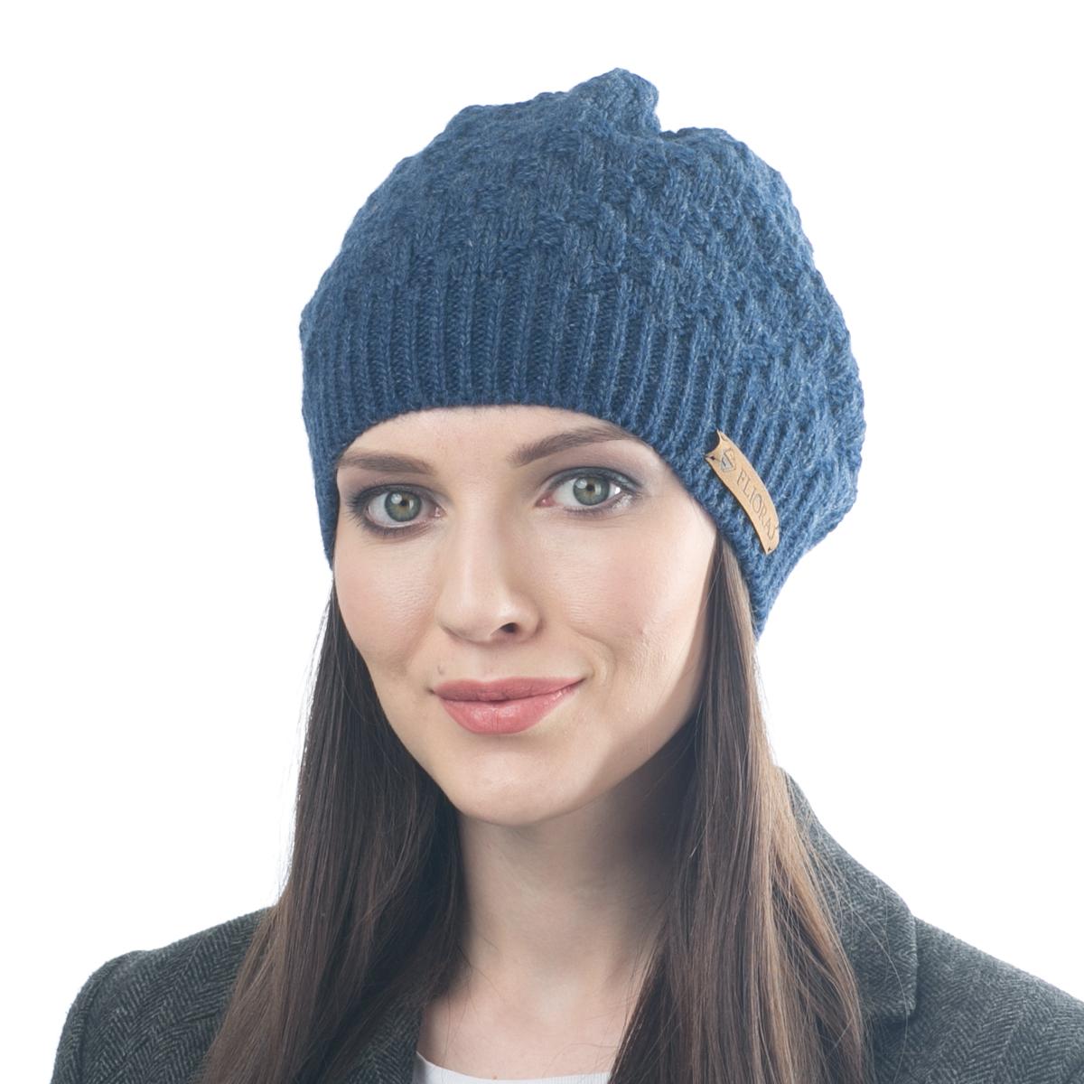 Шапка женская Flioraj, цвет: индиго. 01FJ. Размер 56/5801FJТеплая шапка от Flioraj, связанная из овечьей шерсти и шерсти горной альпаки, отлично согреет в холодную погоду. Состав пряжи делает изделие мягким, теплым и комфортным. Модель выполнена крупной рельефной вязкой и украшена нашивкой из натуральной кожи.