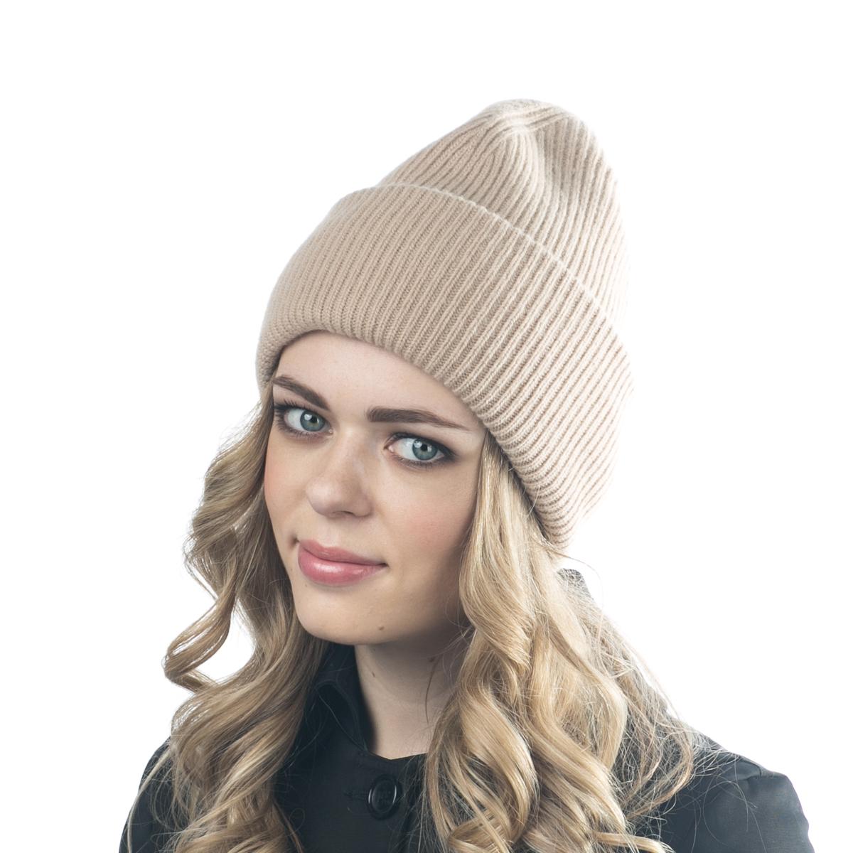 Шапка женская Flioraj, цвет: бежевый. 08FJ. Размер 56/5808FJДвойная шерстяная шапка-колпачок от Flioraj, выполненная из овечьей шерсти, альпаки и кашемира, поднимет настроение и отлично согреет в холодную погоду. Состав пряжи делает изделие мягким, теплым и комфортным. Такую шапочку можно носить с любым видом верхней одежды, достаточно только определиться с цветом.
