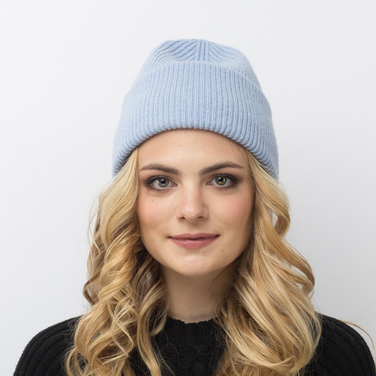 Шапка женская Flioraj, цвет: голубой. 08FJ. Размер 56/5808FJДвойная шерстяная шапка-колпачок от Flioraj, выполненная из овечьей шерсти, альпаки и кашемира, поднимет настроение и отлично согреет в холодную погоду. Состав пряжи делает изделие мягким, теплым и комфортным. Такую шапочку можно носить с любым видом верхней одежды, достаточно только определиться с цветом.