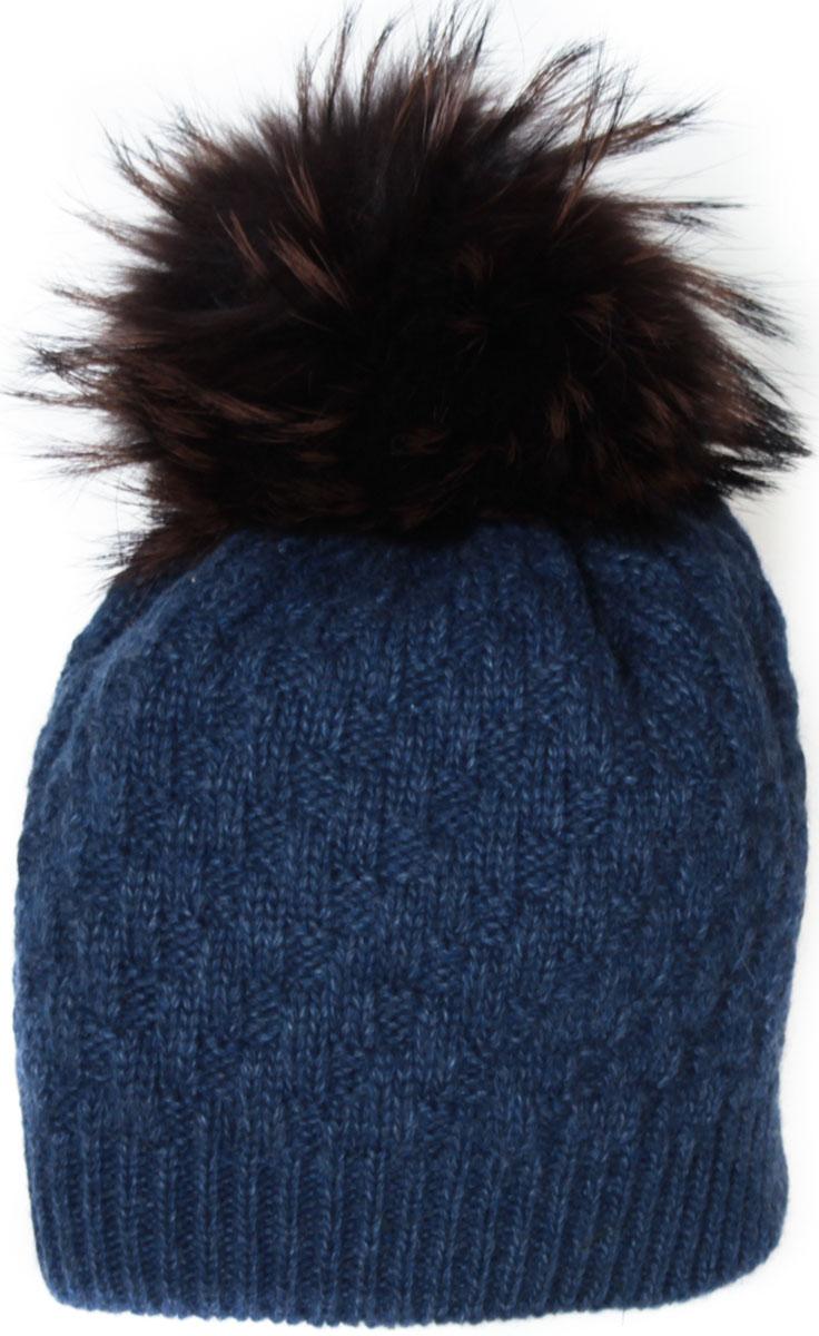 Шапка женская Flioraj, цвет: индиго. 01/2FJ. Размер 56/5801/2FJСтильная теплая шапка от Flioraj, связанная из овечьей шерсти и шерсти горной альпаки, отлично согреет в холодную погоду. Состав пряжи делает изделие мягким, теплым и комфортным. Модель выполнена рельефной вязкой, украшена нашивкой из натуральной кожи и меховым крашеным помпоном из енота. Оттенок помпона может отличаться.