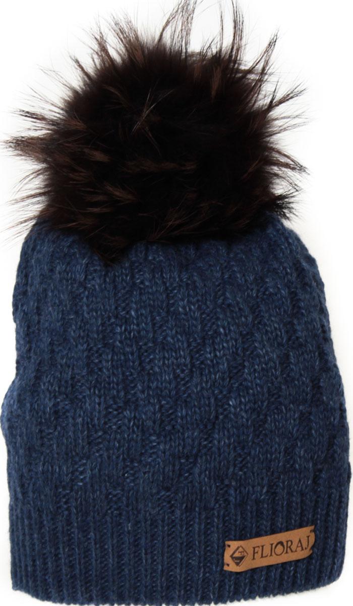 Шапка женская Flioraj, цвет: темно-синий. 01/2FJ. Размер 56/5801/2FJСтильная теплая шапка от Flioraj, связанная из овечьей шерсти и шерсти горной альпаки, отлично согреет в холодную погоду. Состав пряжи делает изделие мягким, теплым и комфортным. Модель выполнена рельефной вязкой, украшена нашивкой из натуральной кожи и меховым крашеным помпоном из енота. Оттенок помпона может отличаться.