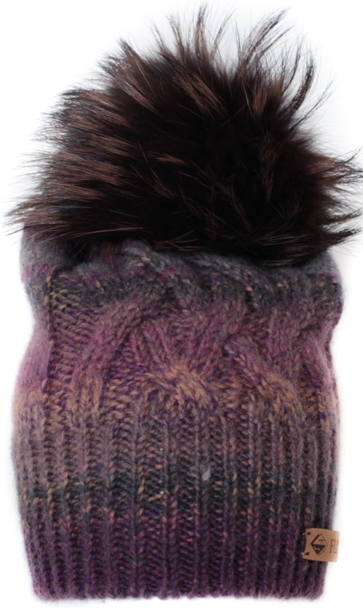 Шапка женская Flioraj, цвет: бежевый, фиолетовый. 010/2FJ. Размер 56/58010/2FJСтильная теплая шапка от Flioraj, связанная из овечьей шерсти и шерсти горной альпаки, отлично согреет в холодную погоду. Состав пряжи делает изделие мягким, теплым и комфортным. Модель оригинальной смесовой расцветки выполнена рельефной вязкой, украшена нашивкой из натуральной кожи и меховым крашеным помпоном из енота. Оттенок помпона может отличаться.