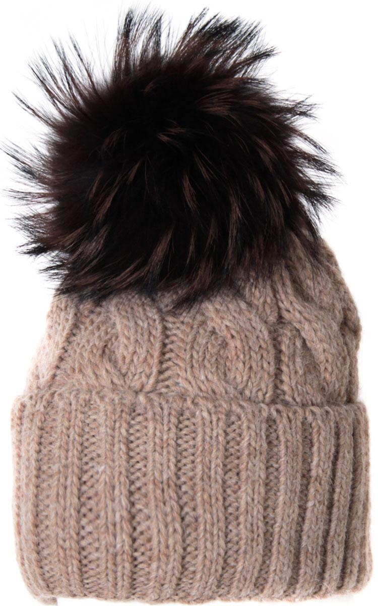 Шапка женская Flioraj, цвет: светло-бежевый. 013/2FJ. Размер 56/58013/2FJМягкая и очень удобная шапка от Flioraj, связанная из овечьей шерсти и шерсти горной альпаки, отлично согреет в холодную погоду. Состав пряжи делает изделие мягким, теплым и комфортным. Модель выполнена крупными косами, дополнена отворотом и меховым крашеным помпоном из енота коричневого цвета. Оттенок помпона может отличаться.