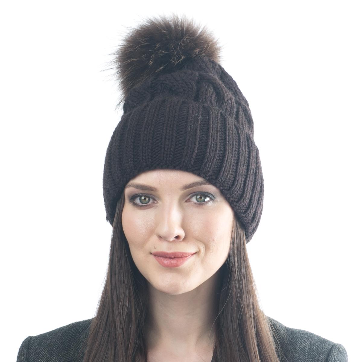 Шапка женская Flioraj, цвет: темно-коричневый. 013/2FJ. Размер 56/58013/2FJМягкая и очень удобная шапка от Flioraj, связанная из овечьей шерсти и шерсти горной альпаки, отлично согреет в холодную погоду. Состав пряжи делает изделие мягким, теплым и комфортным. Модель выполнена крупными косами, дополнена отворотом и меховым крашеным помпоном из енота коричневого цвета. Оттенок помпона может отличаться.