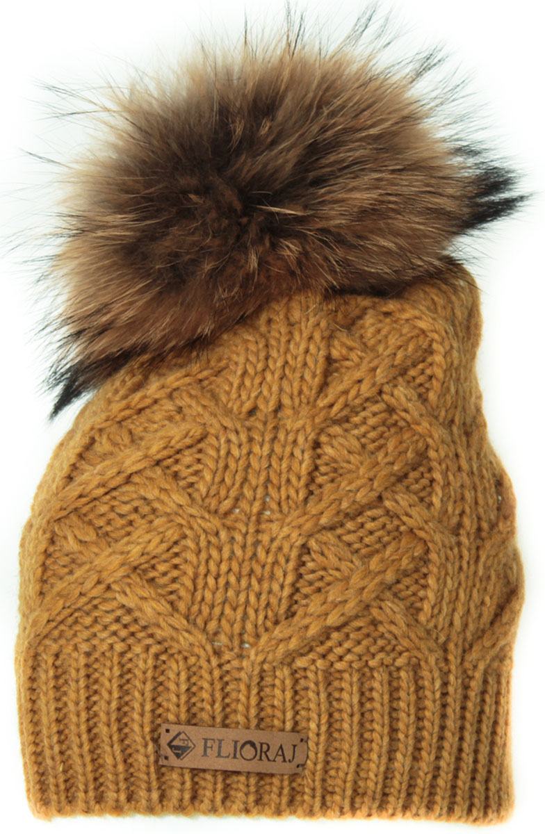 Шапка женская Flioraj, цвет: горчичный. 014/1FJ. Размер 56/58014/1FJСтильная и теплая шапка от Flioraj, связанная из овечьей шерсти и шерсти горной альпаки, отлично согреет в холодную погоду. Состав пряжи делает изделие мягким, теплым и комфортным. Модель выполнена модной рельефной вязкой, украшена нашивкой из натуральной кожи и меховым помпоном из енота. Оттенок помпона может отличаться.