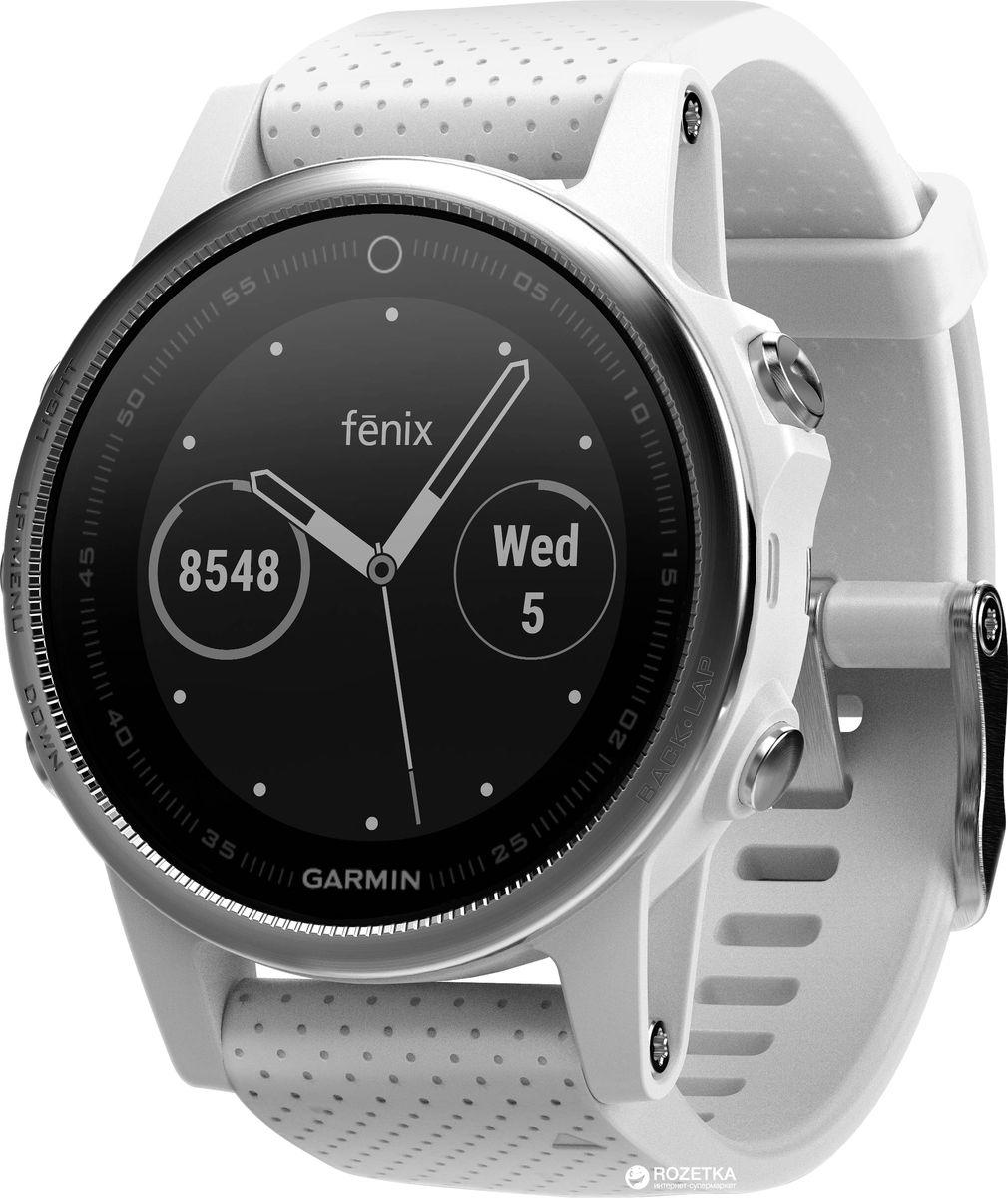 Часы спортивные Garmin Fenix 5S, цвет: белый010-01685-00Часы с GPS/ГЛОНАСС для повседневной жизни, приключений, фитнеса и спортаFenix 5S компактные часы (42мм) серебристые с черным ремешкомПремиум-часы с GPS/ГЛОНАСС, мультиспортивными тренировками и встроенным оптическим пульсометром Elevate1Созданы для активных приключений: прочный корпус со стальным безелем, кнопками и задней крышкой, защита от воды 100мВиджеты, которые показывают эффективность ход тренировок доступны одним касаниемСмарт функции2 - интеллектуальные оповещения, автоматическая загрузка в интернет-сообщество Garmin Connect и персонализация через загружаемые бесплатные циферблаты и приложения из магазина Connect IQВстроенные датчики: GPS и ГЛОНАСС, 3-х осевой магнитный компас, гироскоп, термометр, барометр и барометрический высотомерСрок работы от батареи: до двух недель в режиме умных часов (зависит от настроек), до 24 часов в режиме тренировки с GPS или до 60 часов в режиме экономии UltraTracСовершенствуйтесь весь день, каждый день. Fenix 5 - это высококачественные умные GPS-часы с мультиспортом, интеллектуальными уведомлениями2 и встроенным оптическим пульсометром на запястье1. Улучшенные функции фитнеса и быстросменные ремешки, которые позволяют вам уйти с рабочего места на тренировку, без задержек. Каким бы видом спорта вы не занимались, Fenix 5 его поддерживает, благодаря встроенным профилям деятельности и показателям производительности.Две системы навигацииFenix 5 оснащен улучшенным спутниковым приемником GPS и ГЛОНАСС для отслеживания местоположения в сложных условиях. Вы можете рассчитывать на длительное время автономной работы в каждом режиме работы (конкретное время зависит от модификации часов и настроек). Защита от воды 100м позволит вам с уверенностью путешествовать везде, где захочется.Отличная читаемость на ходуЯркий полноцветный дисплей Garmin Chroma Display со светодиодной подсветкой обеспечивает отличную читаемость при любых внешних условиях. Трансфлективная технология, которая одно