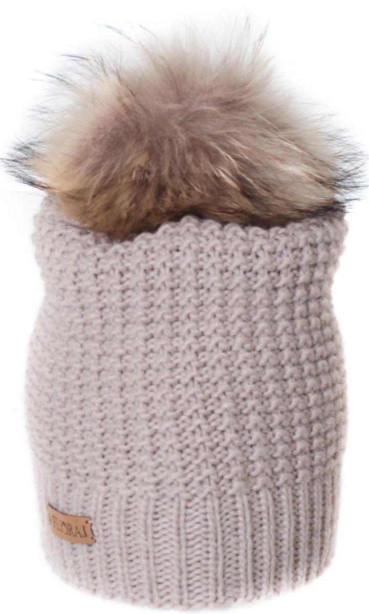 Шапка женская Flioraj, цвет: бежевый. 304/1FJ. Размер 56/58304/1FJДвойная шерстяная шапка от Flioraj, связанная из объемной итальянской пряжи, отлично защитит от холода. Состав пряжи делает изделие мягким, теплым и комфортным. Модель дополнена съемным меховым помпоном и фирменным кожаным логотипом.