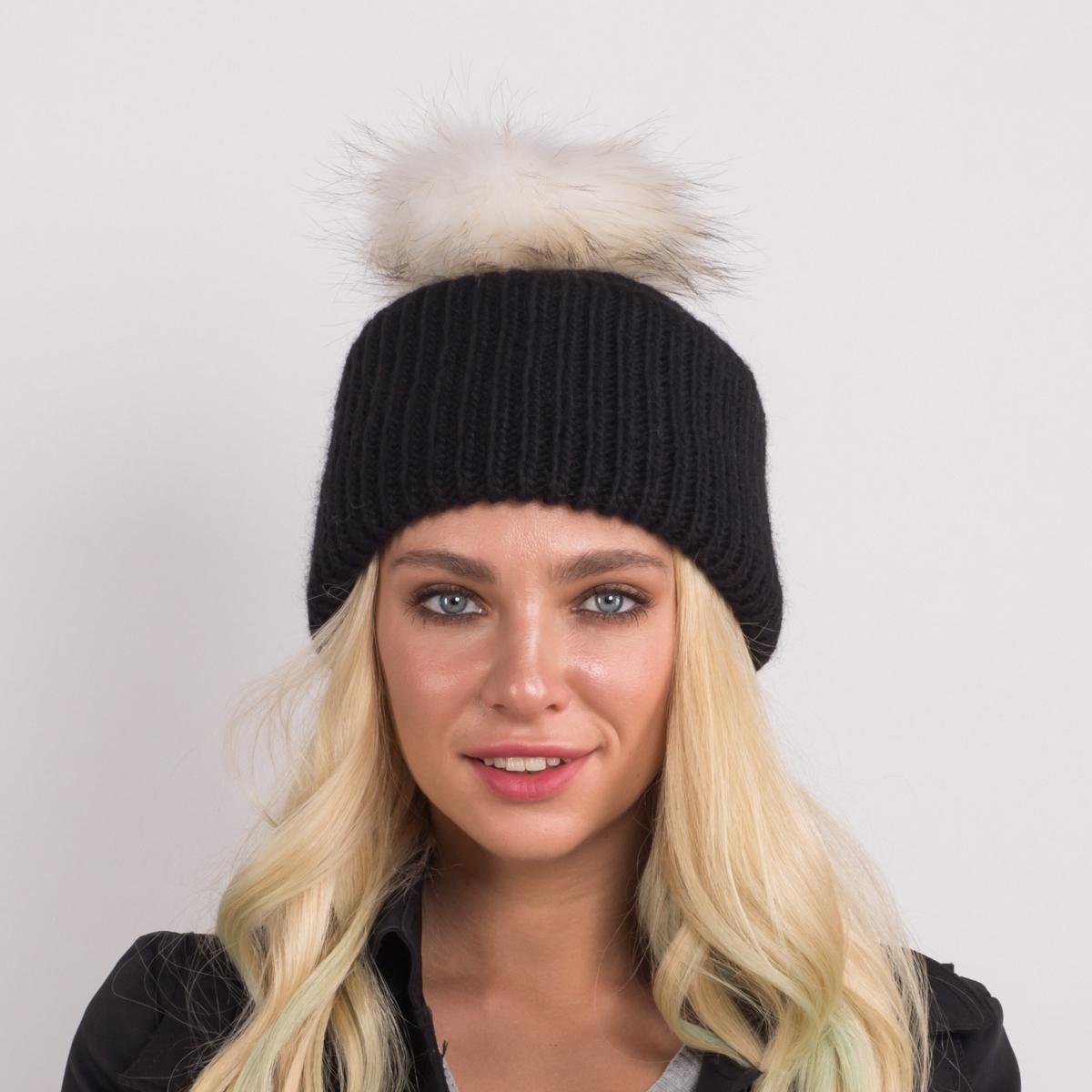 Шапка женская Flioraj, цвет: черный. 314/8 FJ. Размер 56/58314/8 FJТеплая шерстяная шапка от Flioraj, связанная из объемной итальянской пряжи, выполнена модной рельефной вязкой. Отлично защитит от холода. Такую шапочку можно носить с любым видом верхней одежды, достаточно только определиться с цветом. Модель дополнена меховым помпоном.