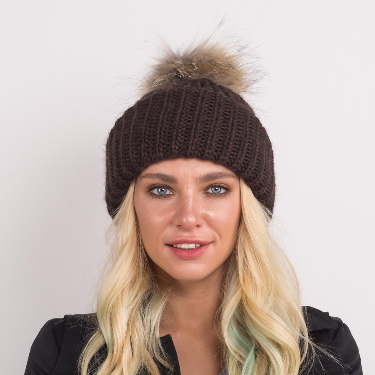 Шапка женская Flioraj, цвет: коричневый. 316/1 FJ. Размер 56/58316/1 FJТеплая шерстяная шапка от Flioraj, связанная из объемной итальянской пряжи, выполнена модной рельефной вязкой. Отлично защитит от холода. Такую шапочку можно носить с любым видом верхней одежды, достаточно только определиться с цветом. Модель дополнена меховым помпоном.