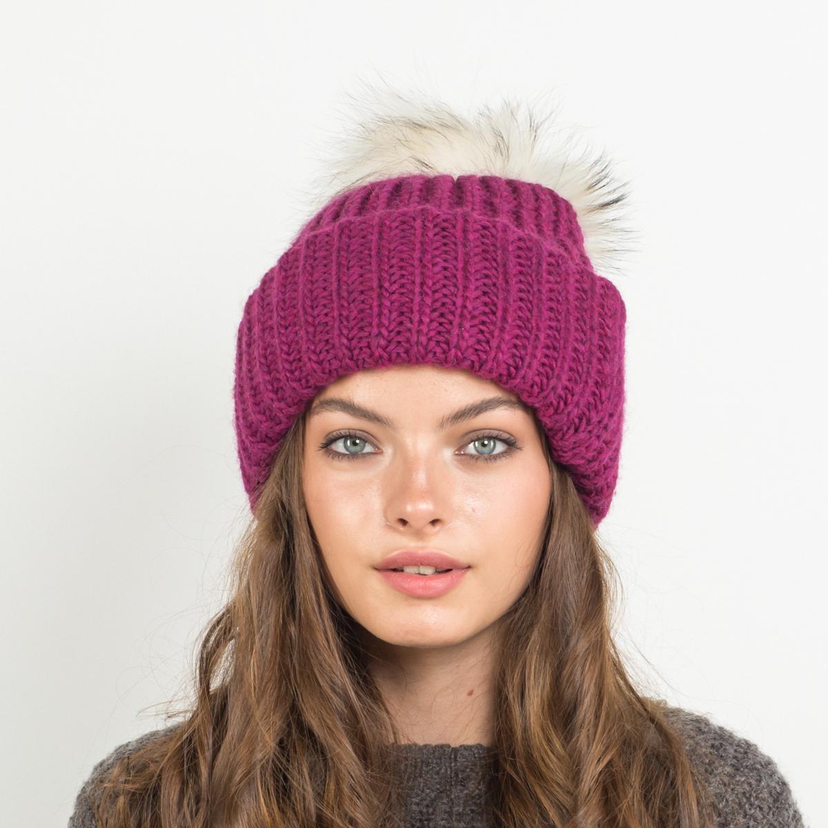 Шапка женская Flioraj, цвет: фуксия. 316/8 FJ. Размер 56/58316/8 FJТеплая шерстяная шапка от Flioraj, связанная из объемной итальянской пряжи, выполнена модной рельефной вязкой. Отлично защитит от холода. Такую шапочку можно носить с любым видом верхней одежды, достаточно только определиться с цветом. Модель дополнена меховым помпоном.