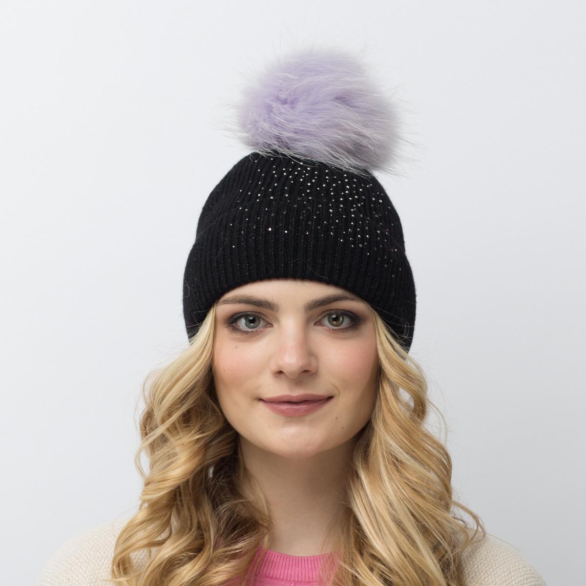 Шапка женская Flioraj, цвет: черный. 710/10-М-СТ FJ. Размер 54/58710/10-М-СТ FJТеплая шерстяная шапка от Flioraj выполнена модной рельефной вязкой. Отлично защитит от холода. Такую шапочку можно носить с любым видом верхней одежды, достаточно только определиться с цветом. Модель дополнена стразами и меховым помпоном.