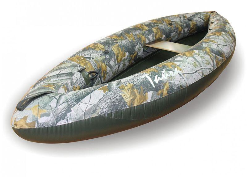 Лодка Вольный ветер Тайга 280, цвет: зеленый11012Байдарка для рыбалки — это несомненно Тайга 280. В сложенном виде упаковка с полным комплектом размером со спальник, а вес всего пять с половиной килограммов. Проста в эксплуатации и можно накачать хоть ртом. Специально для охотников и рыбаков выпускается и в камуфляжной расцветке