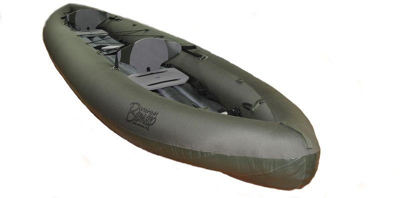 Лодка Вольный ветер Т-47, цвет: серый11018Байдарка двухместная Т-47 - это облегчённая экспедиционная надувная байдарка двойка, разработанная для комбинированных пеше-водных маршрутов. Также эта модель подходит для путешествий по рекам и озерам, охоты или рыбалки. Особенно подойдет для тех, кому необходима компактность в сложенном виде, малый вес, скорость сборки и при этом функциональность байдарки. Эта двухместная байдарка серии Т отличается малым весом и компактностью в сложенном виде. Байдарку, для транспортировки, можно легко и быстро разобрать на части и упаковать по разным рюкзакам, а затем также легко и быстро привести в боевую готовность для сплава. Это позволит без лишнего грузового места путешествовать с байдаркой на самолёте и т. д. Байдарка 2 местная Т-47 конструктивно выполнена как самоотливная с надувным дном, которое формирует штевневые окончания. Оборудована коленными и пяточными упорами, сидушками и спинками, которые регулируется и легко подгоняется под человека. Всё это позволит вам без проблем преодолевать пороги и комфортно чувствовать себя на широких озёрах или реках. Идеально подойдёт для водных систем типа река-озеро-река, как в Карелии, например. Технические особенности:У байдарки двухслойная конструкция. Верхняя часть оболочки выполнена из ткани Oxford Ripstop с полиуретановой пропиткой, а донная часть - из армированной ПВХ ткани.Внутренние баллоны - из термополиуретана на тканевой основе, сокращённо ТПУ. Это плотный материал наподобие карингтона.Для удобства техобслуживания баллонов, по всей длине с внутренней стороны бортов вшита силовая молния. Заправка внутреннего баллона занимает 1-2 минуты.Байдарки 2 х местные данной серии комплектуется двумя съемными сиденьями и регулируемыми спинками.Надувное дно позволяет не бояться камней и коряг, а также формирует штевневые окончания, что, в свою очередь, уменьшает рыскание на курсе и увеличивает скорость на спокойных участках.На двухместную байдарку Т-47 можно без дополнительных доработок установ