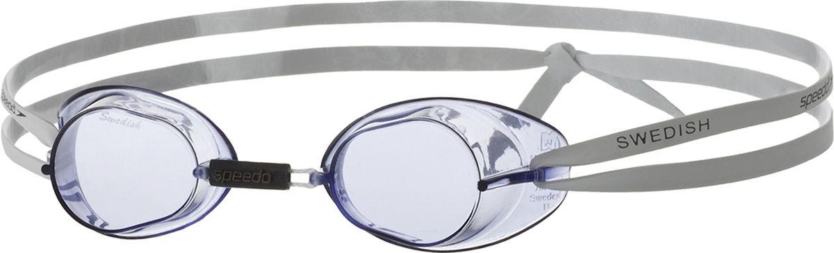 Очки для плавания Speedo Swedish, цвет: голубой8-706060014Модель имеет жесткую оправу, а сборный подстраиваемый комплект позволяет обеспечить удобную посадку. Возможность регулировки Speedo Swedish гарантирует необходимое плотное прилегание очков для разных типов лица. Линзы очков обеспечивают защиту от УФ-лучей и имеют качественное антизапотевающее покрытие. Линза, используемая в этой модели, разработана для уменьшения бликов от воды, за счет чего обеспечивается отличная видимость при ярком свете в помещении и на открытом воздухе. Для надежной фиксации модель оснащена латексным ремешком.