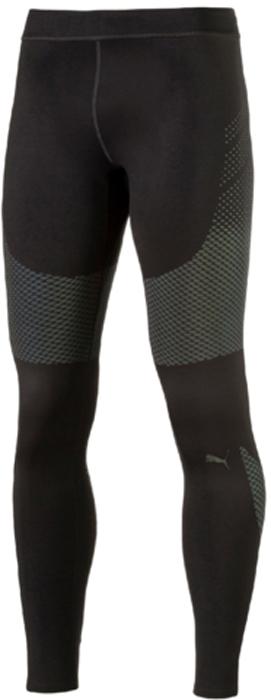 Тайтсы мужские Puma PWRRUN NC Long Tight, цвет: черный. 51557001. Размер S (44/46)51557001Изделие изготовлено с использованием высокофункциональной технологии DryCell, которая отводит влагу, поддерживает тело сухим и гарантирует комфорт во время активных тренировок и занятий спортом. Суперсовременная ткань изделия не только имеет яркий переливающийся рисунок из светоотражающего материала, благодаря которому вас видно в темноте со всех сторон, но и активно поддерживает мышцы, препятствуя перенапряжению и растяжениям. Плоские швы не натирают кожу. Особая обработка пояса и низа изделия обеспечивает полную свободу движений. Карман на молнии сзади с полной водонепроницаемой подкладкой обеспечит надежное хранение ваших вещей. Пояс снабжен кулиской с затягивающимся шнуром для лучшей подгонки по фигуре.