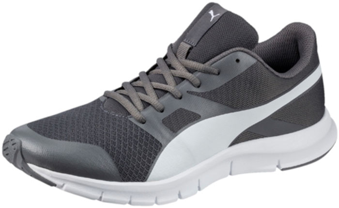 Кроссовки мужские Puma Flexracer, цвет: серый. 36058032. Размер 9 (42)36058032В модели Flexracer сетчатый материал верха снабжен мягкими бесшовными вставками и накладками, что делает эту обувь мягкой, дышащей и отлично сидящей по ноге. Промежуточная подошва из амортизирующего этиленвинилацетата обеспечивает всё для того, чтобы ваша походка была легкой и упругой. Рельефная поверхность подошвы гарантируют отличное сцепление на любых поверхностях. Традиционная шнуровка вместе с мягким язычком обеспечивает надежную фиксацию ноги. Уличные кроссовки Flexracer прекрасно подходят для ежедневной носки.