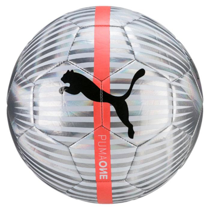 Мяч футбольный Puma One Chrome Ball, цвет: серый. 08282101. Размер 508282101Мяч для тренировок начинающих футболистов также подходит для игр с друзьями. Обработка снаружи панелей пленкой из термополиуретана с металлическим блеском создает необыкновенный внешний облик мяча. Подложка из полиэстера и вспененного материала, а также надежная машинная прошивка панелей создают такие характеристики мяча, которые обеспечивают удобство приема, сохранение формы, чуткое реагирование на любые действия игрока, предсказуемость отскока, отличные аэродинамические качества.