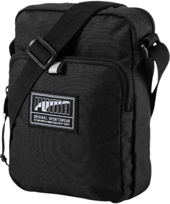 Сумка на плечо Puma Academy Portable, цвет: черный, 2 л. 0747210107472101Сумка имеет главное отделение на молнии, карман на молнии спереди, функциональную подкладку из полиэстера с изнанкой из полиуретана и лямку через плечо из плотной тесьмы регулируемой длины. Символика PUMA представлена на металлическом язычке застежки-молнии кармана спереди и на тканом ярлыке с надписью PUMA спереди. Сумка декорирована тесьмой из светоотражающего материала спереди, а в язычок застежки-молнии переднего отделения продернут светоотражающий шнур.