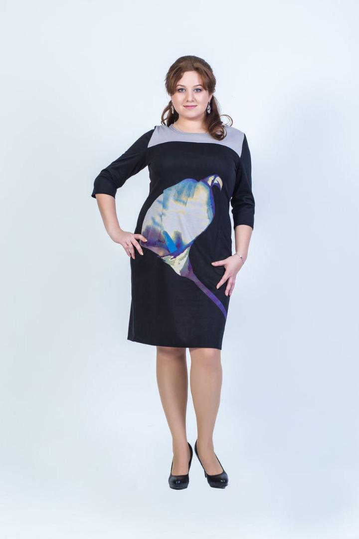 Платье женское Fill, цвет: черный, фиолетовый, голубой, белый. ФИЛ-142001-37-13. Размер 54ФИЛ-142001-37-13Данное платье должно быть в гардеробе каждой модницы. Сочетая в себе два стиля, дополнен выразительным рисунком, а покрой придает силуэту стройность.