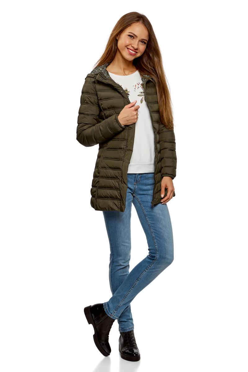 Куртка женская oodji Ultra, цвет: темный хаки. 10204058/33743/6800N. Размер 42-170 (48-170)10204058/33743/6800NЖенская удлиненная куртка от oodji выполнена из высококачественной курточной ткани. Утепленная стеганая модель на синтепухе с капюшоном застегивается на молнию и имеет ветрозащитный клапан на кнопках. Капюшон со стопперами не отстегивается.