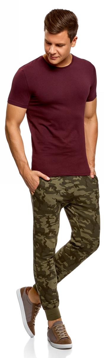Брюки мужские oodji Lab, цвет: хаки. 5L200016M/46953N/6668G. Размер XS (44)5L200016M/46953N/6668GТрикотажные брюки от oodji в стиле милитари выполнены из хлопкового материала. Модель с эластичной резинкой на талии и затягивающимся шнурком по бокам дополнена втачными карманами. Брючины по низу имеют широкие трикотажные манжеты.