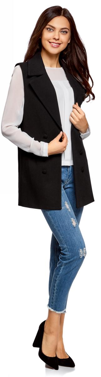 Жилет женский oodji Collection, цвет: черный. 22305001-1B/31291/2900N. Размер 42-170 (48-170)22305001-1B/31291/2900NЭлегантный удлиненный жилет приталенного кроя. По крою жилет похож на классический удлиненный жакет с объемными лацканами, только без рукавов. Жилет отлично сидит на фигуре, визуально формируя силуэт. Эффектный жилет идеально подойдет для создания стильных деловых образов. В таком жилете можно пойти на работу, деловой ужин, официальную встречу. Он завершит ваш наряд в прохладную погоду. Это прекрасная замена надоевшему жакету или тренчу. Жилет красиво смотрится с классическими прямыми или зауженными брюками со стрелками и обувью на высоком каблуке. Под жилет можно надеть блузку, рубашку или любое тонкое трикотажное изделие с длинным рукавом. Изысканный и стильный жилет поможет вам разнообразить ежедневный гардероб.