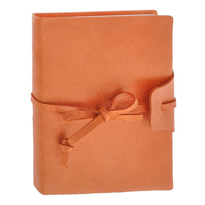 Brunnen Тетрадь Бижу на завязках 160 листов формат А6 цвет оранжевый55056-40/736-56\BD-BLZТетрадь на завязках Бижу - идеальный вариант для ведения записей.Обложка выполнена из натуральной кожи с матовой поверхностью, удивительно приятной на ощупь. Внутренний блок выполнен из высококачественной офсетной бумаги белого цвета в серую клетку. Тетрадь снабжена закладкой-ляссе, которая позволит быстро найти и открыть нужную страницу. Тетрадь завязывается на кожаный шнурок.