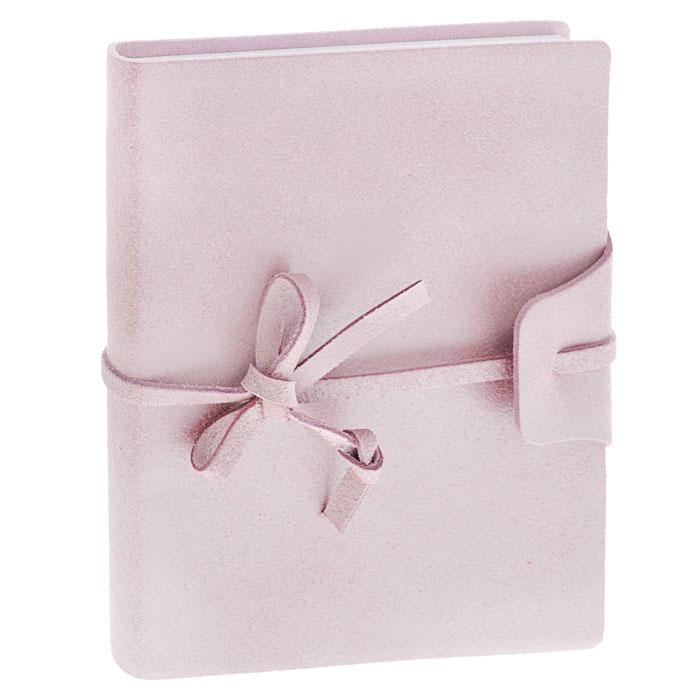 Brunnen Тетрадь Бижу на завязках 160 листов формат А6 цвет розовый55056-66/736-56\BD-BLZТетрадь на завязках Бижу - идеальный вариант для ведения записей.Обложка выполнена из натуральной кожи с матовой поверхностью, удивительно приятной на ощупь. Внутренний блок выполнен из высококачественной офсетной бумаги белого цвета в серую клетку. Тетрадь снабжена закладкой-ляссе, которая позволит быстро найти и открыть нужную страницу. Тетрадь завязывается на кожаный шнурок.