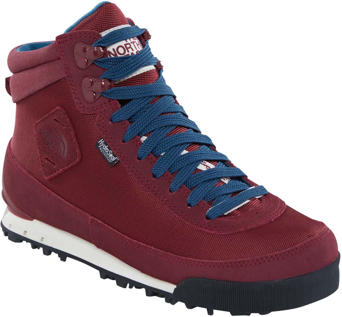 Ботинки женские The North Face Back-to-Berkeley Boot II, цвет: бордово-красный. T0A1MFVFZ. Размер 9H (40,5)T0A1MFVFZСтильные ботинки The North Face от Back-to-Berkeley Boot II - это женские ботинки с ретро-обликом, но современной функциональной конструкцией. Верх выполнен из нейлона-рипстопа и мембраны HydroSeal, обеспечивающей полноценную защиту от влаги. Окантовка из натуральной замши по периметру защищает внешнюю ткань от истирания, а глухой язык препятствует попаданию внутрь камней, воды и пыли. Шнуровка надежно фиксирует модель на ноге. Подошва TNF Winter Grip с технологией Ice Pick обеспечивает наилучшее сцепление с поверхностью. Утеплитель Primaloft Eco сохранит ноги в тепле в самые сильные холода. Антибактериальная стелька Ortholine из EVA с текстильной поверхностью комфортна при ходьбе. Текстильный ярлычок на заднике обеспечивает удобное обувание модели. Язычок и боковая сторона модели оформлена фирменной нашивкой. Ботинки Womens Back-to-Berkeley Boot II - отличный выбор стильной и технологичной зимней обуви.