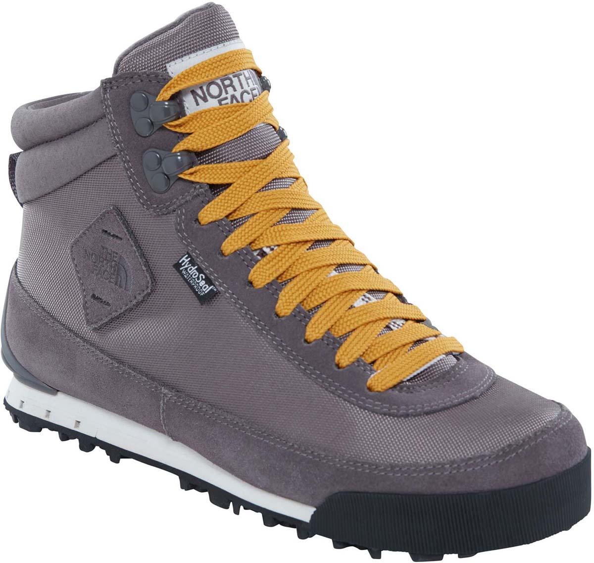 Ботинки женские The North Face Back-to-Berkeley Boot II, цвет: серый. T0A1MFFB1. Размер 7 (38)T0A1MFFB1Стильные ботинки The North Face от Back-to-Berkeley Boot II - это женские ботинки с ретро-обликом, но современной функциональной конструкцией. Верх выполнен из нейлона-рипстопа и мембраны HydroSeal, обеспечивающей полноценную защиту от влаги. Окантовка из натуральной замши по периметру защищает внешнюю ткань от истирания, а глухой язык препятствует попаданию внутрь камней, воды и пыли. Шнуровка надежно фиксирует модель на ноге. Подошва TNF Winter Grip с технологией Ice Pick обеспечивает наилучшее сцепление с поверхностью. Утеплитель Primaloft Eco сохранит ноги в тепле в самые сильные холода. Антибактериальная стелька Ortholine из EVA с текстильной поверхностью комфортна при ходьбе. Текстильный ярлычок на заднике обеспечивает удобное обувание модели. Язычок и боковая сторона модели оформлена фирменной нашивкой. Ботинки Womens Back-to-Berkeley Boot II - отличный выбор стильной и технологичной зимней обуви.